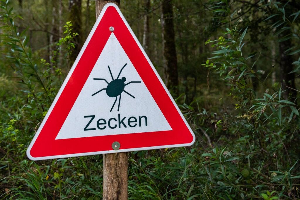 Panneau «Zone à risque de tiques»